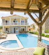 İzmir ceşme de tatil keyfi özel havuzlu ful eşyalı kiralık villa