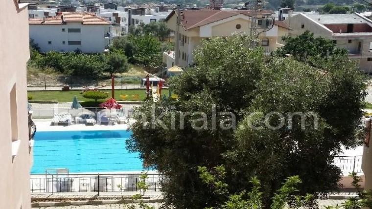 4+1 ortak yüzme havuzlu sitede kiralık villa