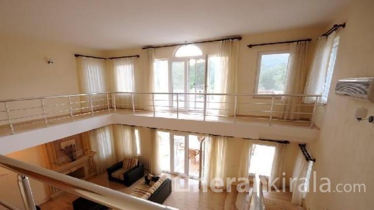 İzmir Çeşme'de lüks  havuzlu kiralık villa