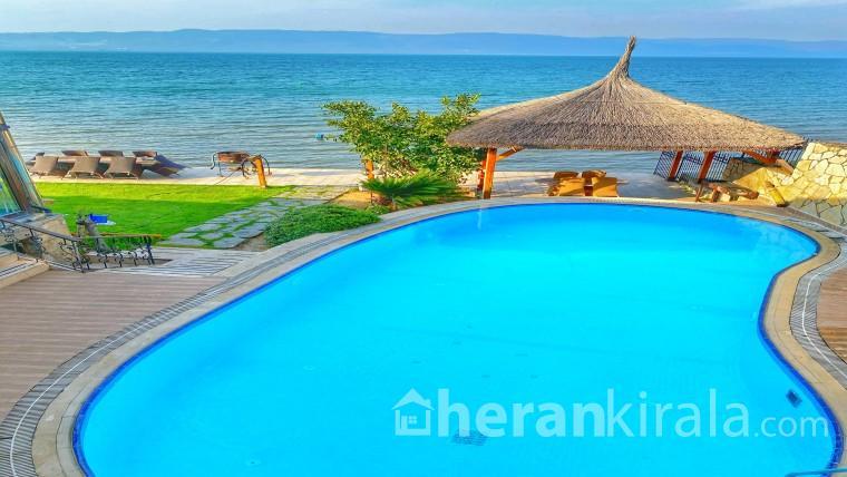Villa Atroa - Göle Tamamen Sıfır Havuzlu Lüks Villa (4 Kişilik)