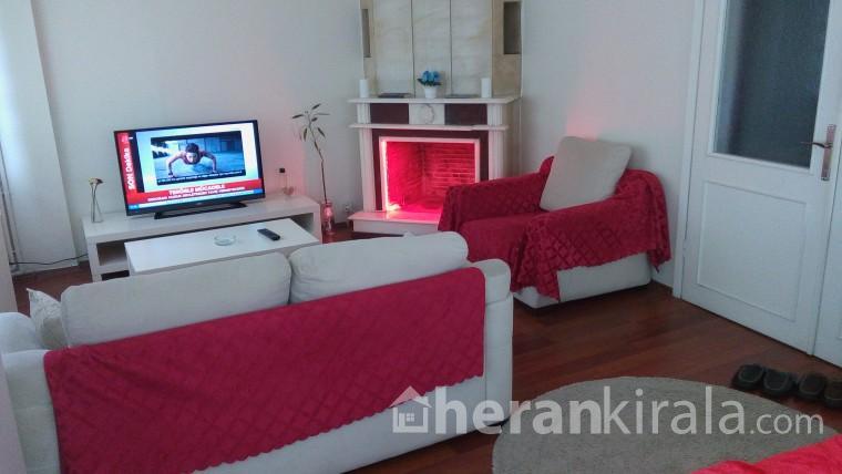 Ataköy de temiz kilimalı güvenilir haftalık günlük kiralık daire