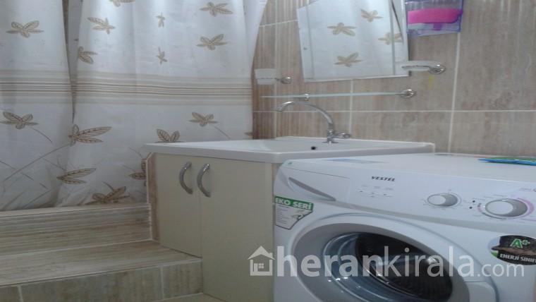 yalova çınarcık da mutfağı,banyosu,buzdolabı ve tv içinde olan 30m2 1+0 oda