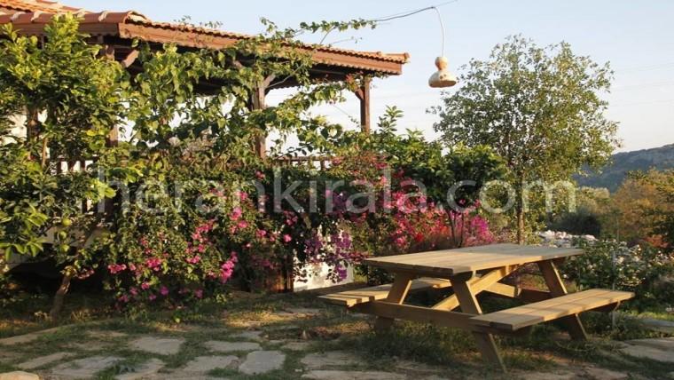 Datça Mesudiye Köyü'nde hayıtbuku ve ovabuku plajlarına 1,5 km deniz manzaralı 2+1 tatil evi