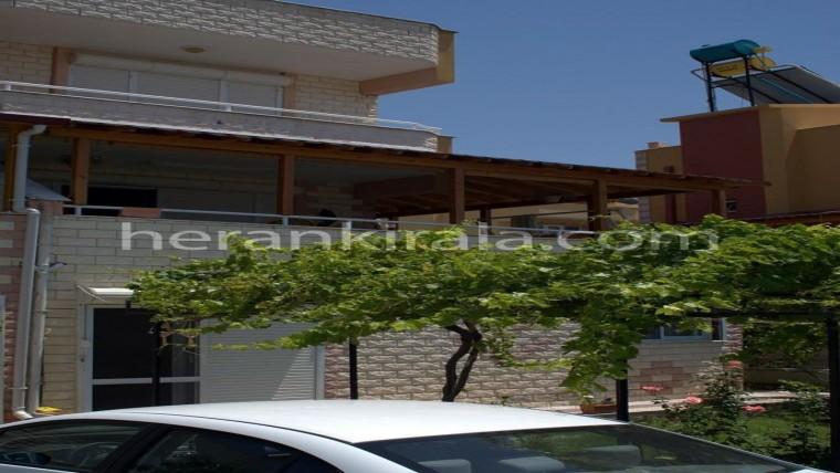 davutlarda 3 katlı binanın giriş katında  günlük haftalık kiralık yazlık daire