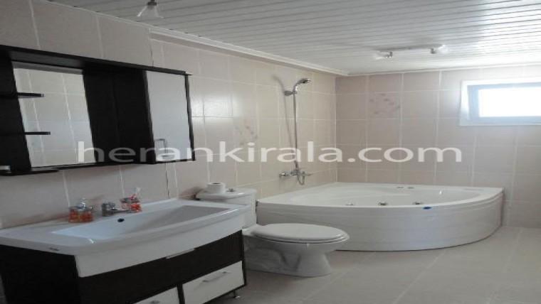 Kusadasında havuzlu sıtede klımalı jakuzili ultra luks günlük kiralık esyalı ev