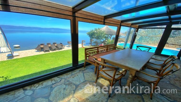 Villa Atroa - Göle Tamamen Sıfır Havuzlu Lüks Villa (8 Kişilik)